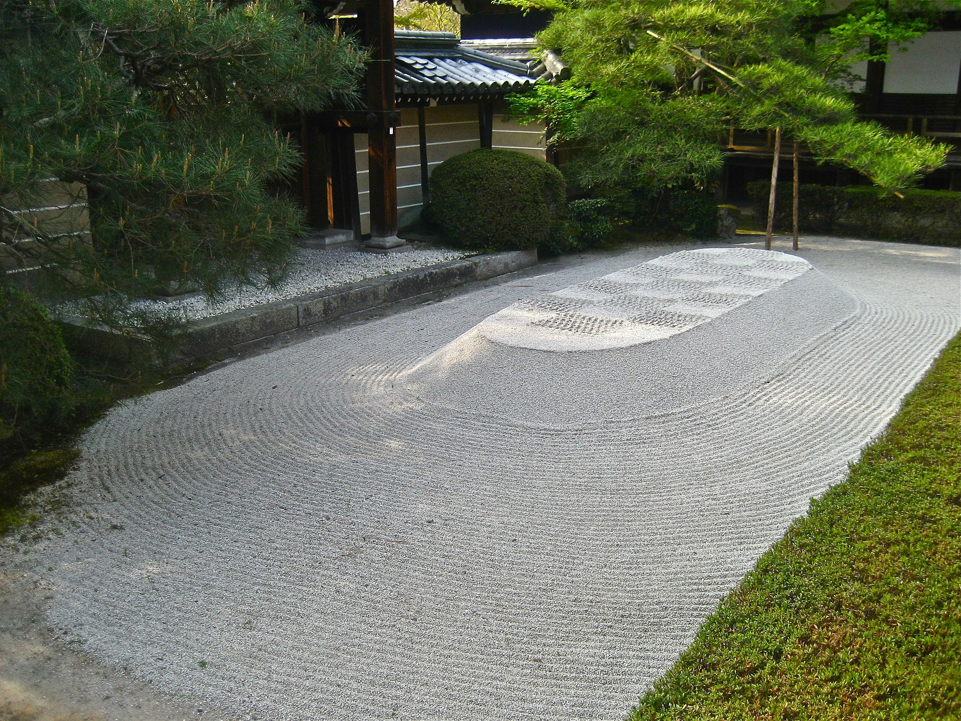 鎌倉時代から続く暮れの行事、煤払い